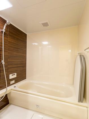間取りを変えてサイズアップ。念願の1坪サイズバスルーム。|リフォームの施工事例|浴室・バス