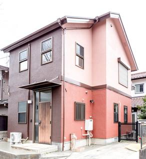 見栄えが悪くなった外壁を、鮮やかなツートーンカラーに塗装!|リフォームの施工事例|外壁