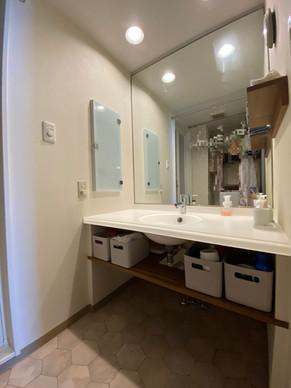 既存の洗面ボウルを活かした、造作洗面化粧台。|リフォームの施工事例|洗面化粧台