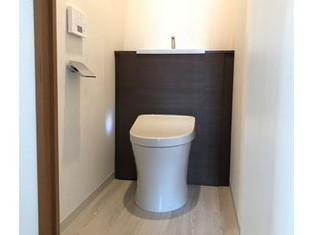 清潔感のある内装と収納・手洗いがついたトイレへリフォーム! リフォームの施工事例 トイレ