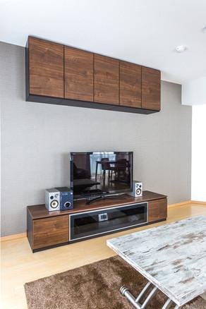 壁面収納をTVボードに。空間を無駄にしないシンプル家具。|リフォームの施工事例|収納