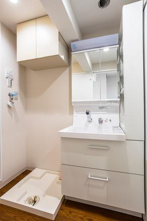 収納の少なかった洗面化粧台をリフォームで問題解決! リフォームの施工事例 洗面化粧台