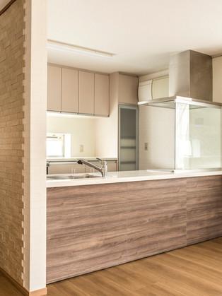 暗く狭い台所から対面キッチンへ、2x4住宅でも変更できます!|リフォームの施工事例|キッチン