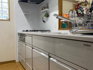 カップボードも一緒にリフォームし、大容量収納のキッチンに。 リフォームの施工事例 キッチン