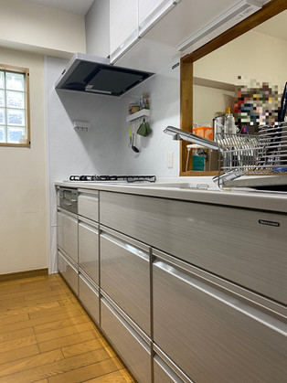 カップボードも一緒にリフォームし、大容量収納のキッチンに。|キッチン