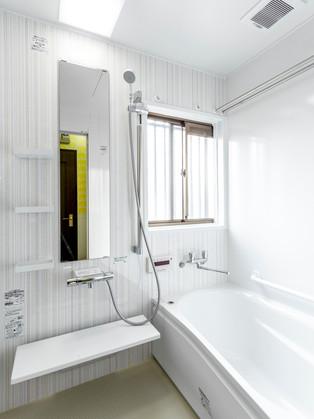 タイルの浴室から、お掃除が楽々&明るく綺麗なシステムバスに。|リフォームの施工事例|浴室・バス