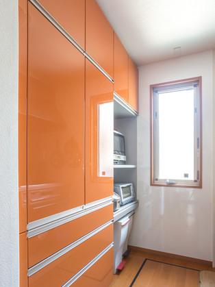 新しい大容量のカップボードでキッチンをすっきり綺麗に! リフォームの施工事例 キッチン