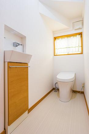車椅子でも使用できる広々トイレへリフォーム|リフォームの施工事例|トイレ