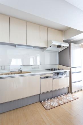 サイズを変更して冷蔵庫も近くに。便利で収納充実のキッチンに。 リフォームの施工事例 キッチン