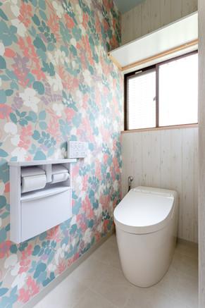 タンクレストイレに交換。内装も可愛くしました。|リフォームの施工事例|トイレ