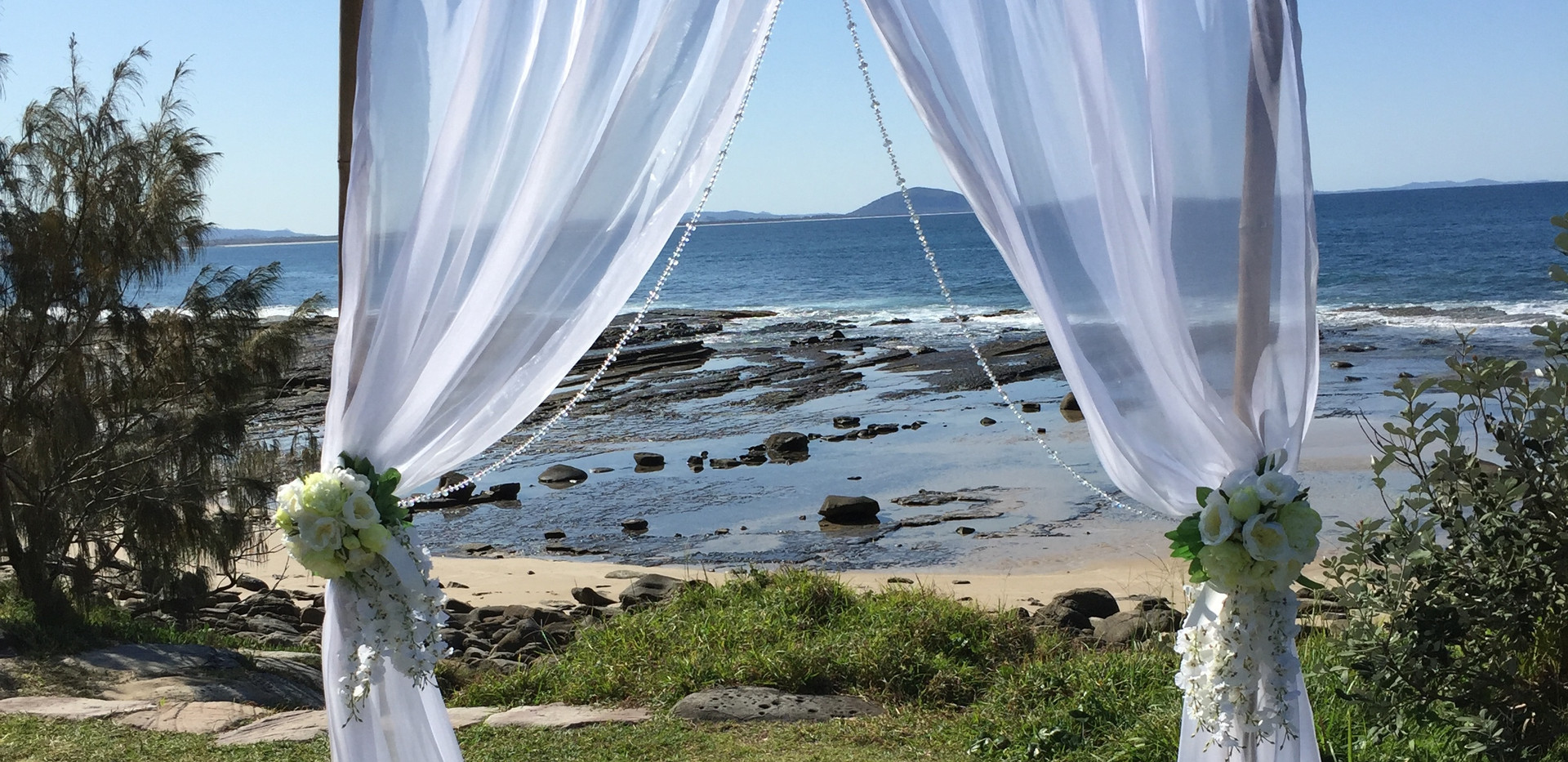2 post wedding arbour, wedding ceremony decorations sunshine coast, queensland australia