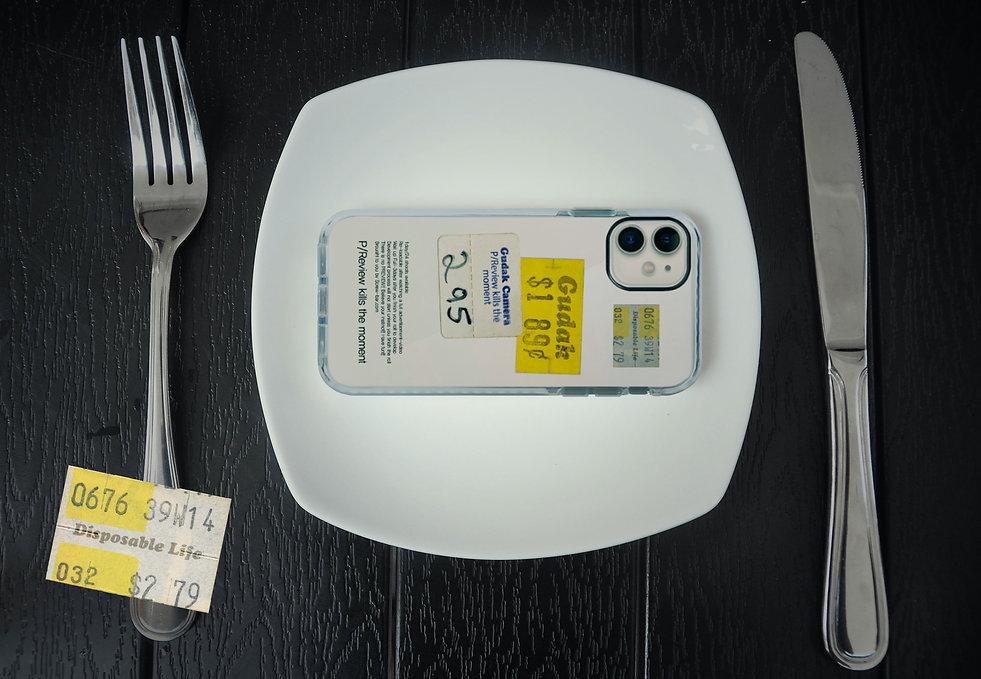 Disposable-life-white-case_화보01.jpg