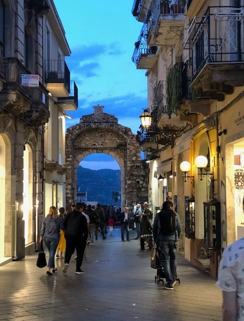 Taormina - street + evening view