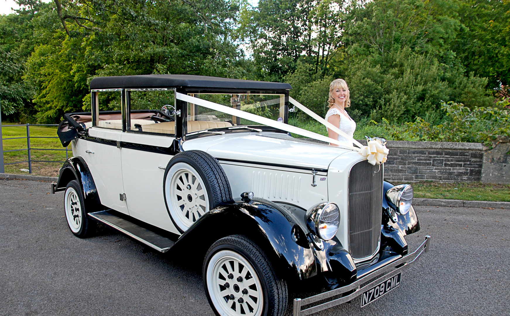 Bluebelle | Prices Wedding Cars | Wedding car hire in Cardiff, Newport, South Wales