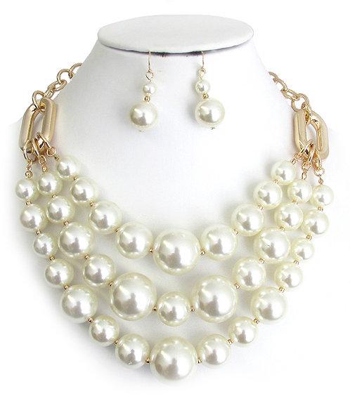 Vivid Layered Pearl Necklace Set