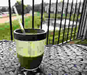 Reusable straw in smoothie