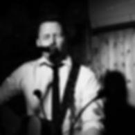 Trubadur Ingar Arne Aae kan tilby variert musikk fra inn- og utland til alle slags arrangementer, både som trubadur og med fullt band. Ingar er kjent som en energisk artist med en unik publikumskontakt, og uansett hvor han spiller blir det god stemning og mye latter. Med fullt band har han med seg fire medmusikanter med lang fartstid og sammen byr de på full trøkk og får rockefoten i gang hos folk i alle aldre.