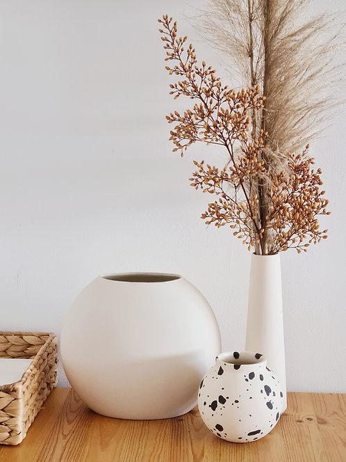 ceramic vase, flower vase, contemporary ceramics, modern ceramics, homeware, אגרטלים מעוצבים, אגרטל פרחים, הום אקססוריז