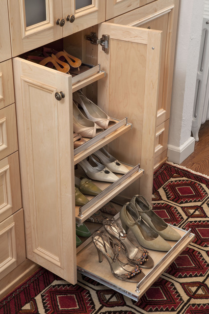 Slide out shoe shelf