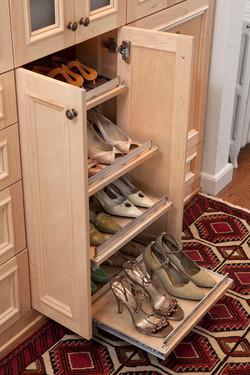 Slide out shoe shelf