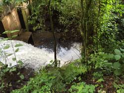 Río con cascada y poza