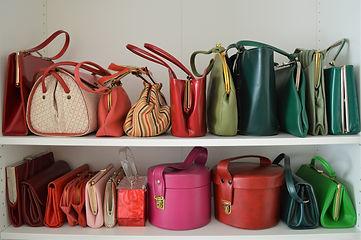 Sube fotos de los Bolsos que ya no utilizas y  crea tu armario en BagBag para poder cambiarlos por otros que te gusten más.