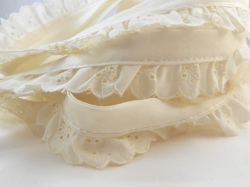 Ivory Patterned Heart and Tree Lace 1 inch wide - 3 Yards Quality
