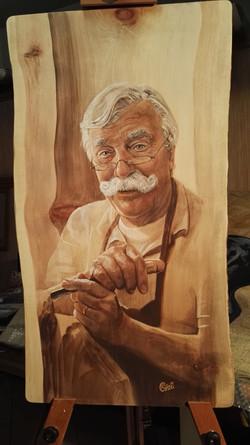 lo scultore Piffer al lavoro