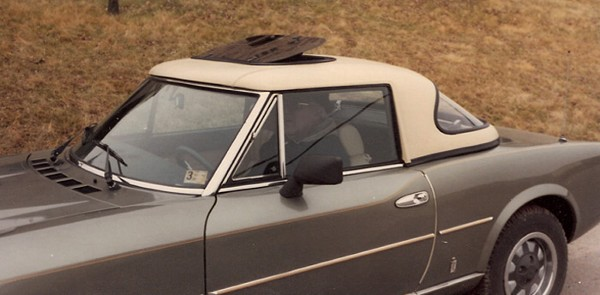 Fiat-124-Haartz-Vinyl-with-sunroof