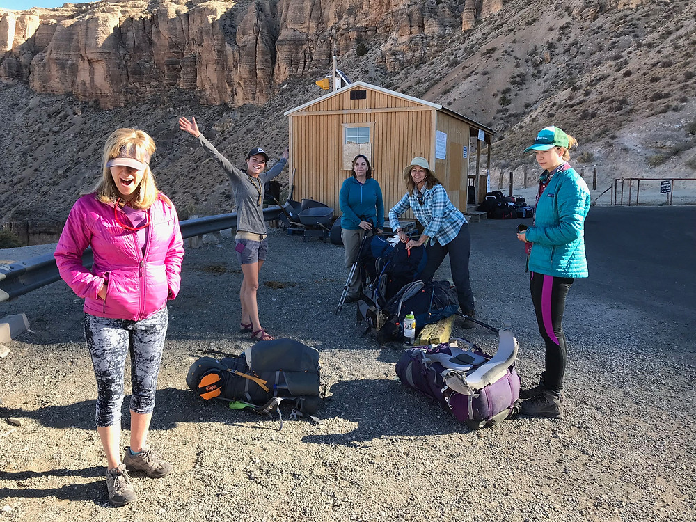 women hiking backpacking arizona havasu falls