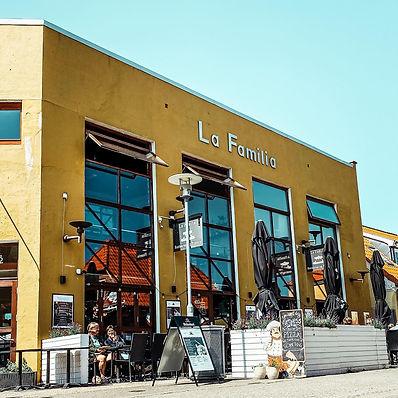 Restaurant og Pizzerial La Familia building from outside