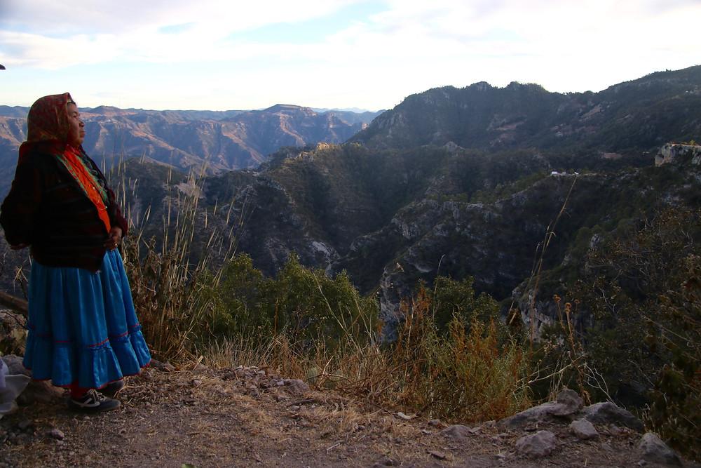 Indianka Raramuri w Kanionie Miedzianym
