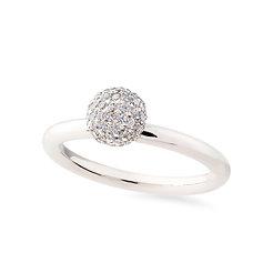 18k whitegold anddiamonds engagement ring