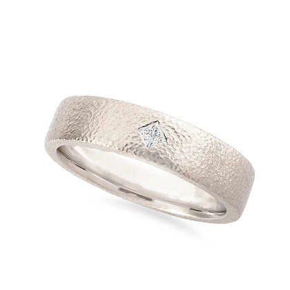 18k white gold and diamond band ring
