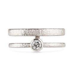 18k white gold anddiamond ring