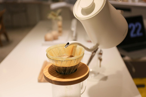 免費調制出你個人口味手沖咖啡,及享用我們精心挑選的小食點心