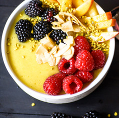 pineapple-smoothie-bowl-vertical-3165.jp