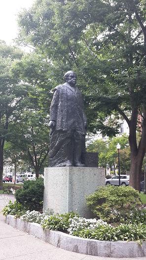 estatua homenaje a Sarmiento en Commonwealth Av., Boston, Ma.