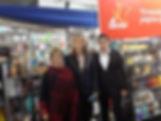 stand de El Lector, con Guillermina y Pablo Burián Jr.