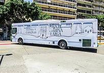 los colectivos de Buenos Aires con la publicidad de Noche de Luna Larga de Gloria V Casañas Casanas