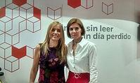 Gloria con Florencia Bonelli en la Feria del Libro 2015