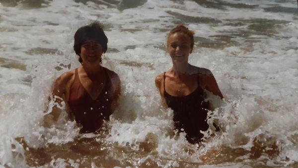 con mi mamá que amaba el mar...