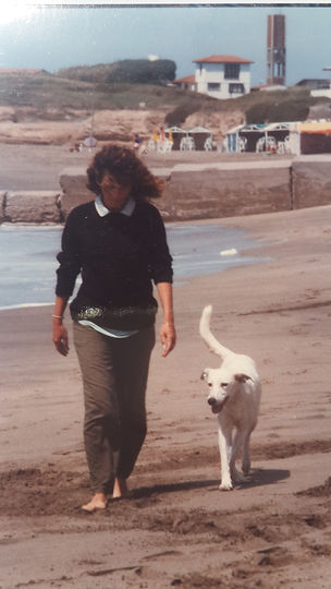verano feliz de Gloria V. Casañas paseando por las playas de Mar Chiquita y Mar de Cobo