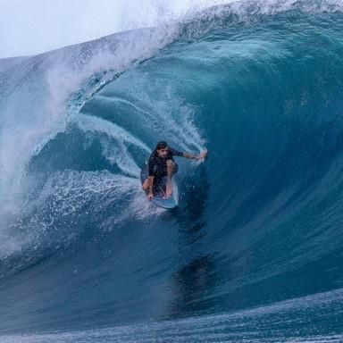 Surfing Teahupo'ho - Tahiti