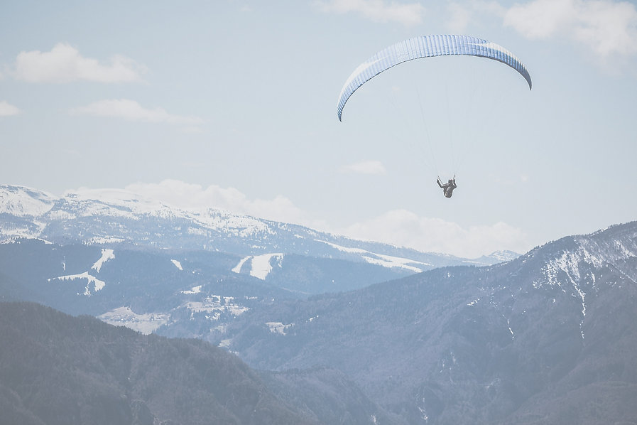 Paragliding%20in%20the%20Mountains_edite