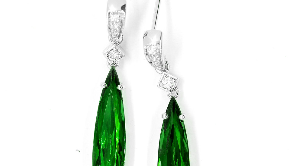 Green Tourmaline Dangle | 18.5x5mm p/s | 4.25ct w/.09ct dia | 2,050K