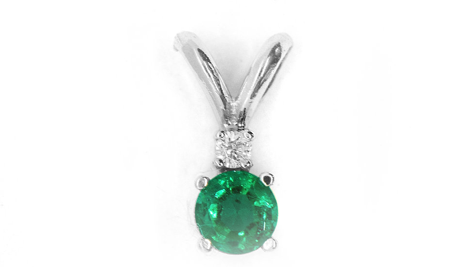 Emerald Pendant | 4.8mm rd | .40ct w/.06ct dia | 650K