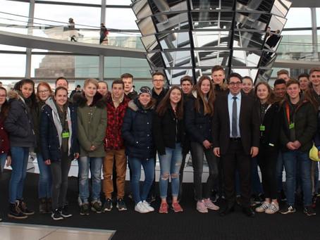 Straelener Schülerklasse besucht Rouenhoff in Berlin