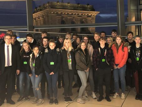 Robert-Jungk-Gesamtschule zu Besuch im Bundestag