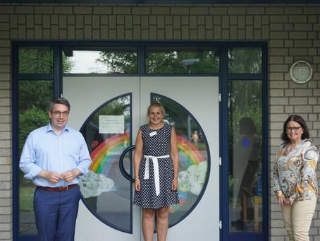 Rouenhoff informiert sich im Marianne van den Bosch Haus